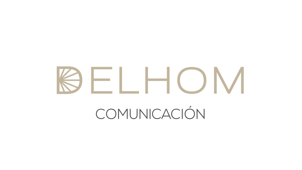 Delhom Comunicacion logotipo sobre fondo blanco